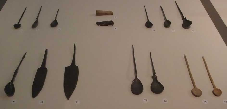 Ancient Roman Cutlery   By Aelske, li:Els Diederen (li:els diederen) [ CC BY 3.0 ], via  Wikimedia Commons