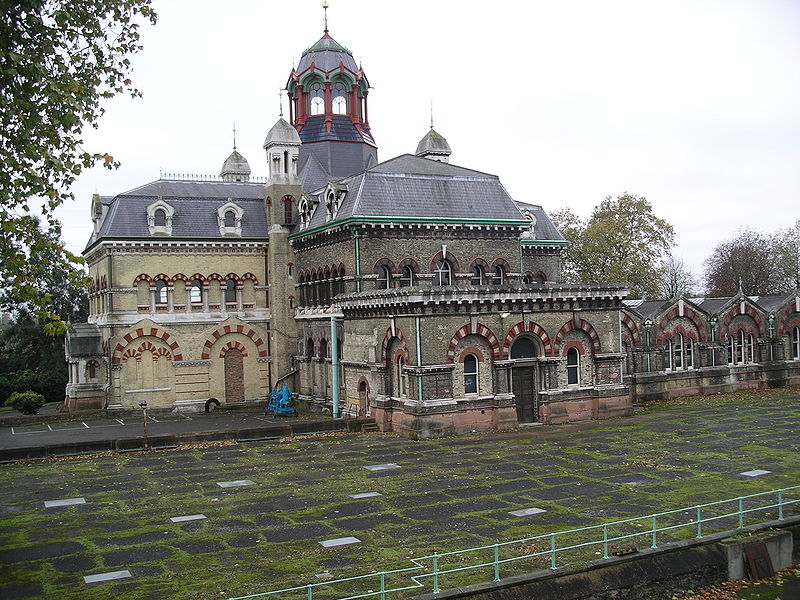 The Victorian Abbey Mill pumping station on the London trunk sewerage system. By No machine-readable author provided. Velela assumed (based on copyright claims). [CC BY-SA 3.0 or GFDL], via Wikimedia Commons.