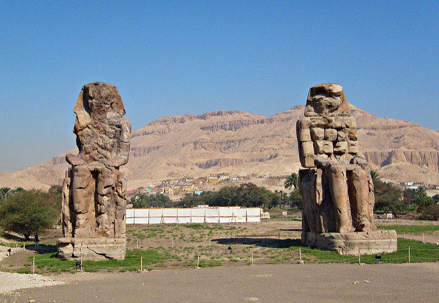 Colossi of Memnon, by zolakoma.