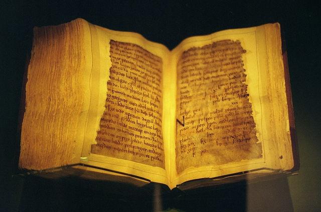 Ken Eckert,  Beowulf Manuscript  (October 1998). CC BY-SA 4.0.