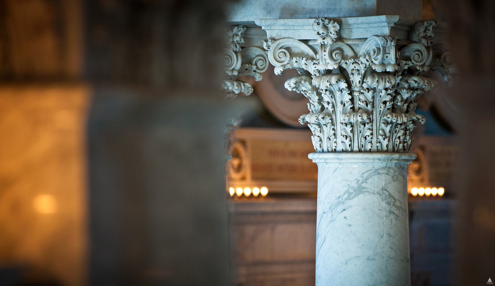Author: USCapitol  Date: 3 November 2011  Title: Column Capital in the Library of Congress  License:  Flickr