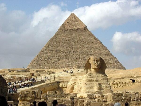 Great Sphinx of Giza and the pyramid of  Khafre ,  By Most likely Hamish2k, (Most likely Hamish2k, the first uploader) CC-BY-SA-3.0