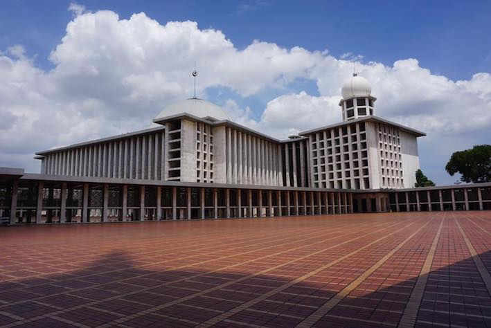 Picture taken by Olivia Silalahi, 20 December 2016. Istiqlal Mosque in Jakarta is the biggest mosque in Southeast Asia.
