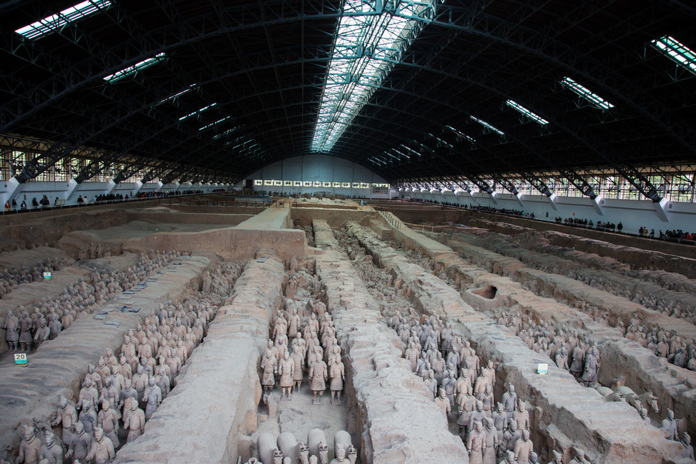 Depiction of Emperor Qin's Terracotta Army. jmhullot, Terraccotta Army, (6 April 2005). (CC BY 3.0)
