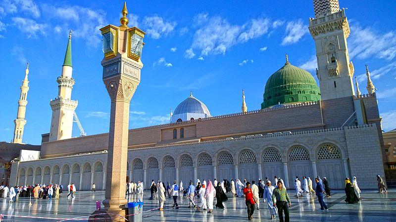 Shahid Siddiqi, Masjid Al Nabawi Al Sharif, Madinah Al Munawwarah (12 Apr 2015), CC BY SA-3.0.