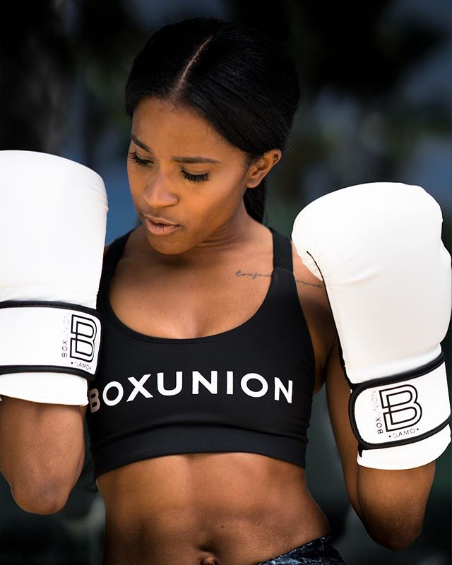 🎶DON'T MISS OUT: Wednesdays at 5:30 PM 🎶 Our fav Beyoncé backup dancer turned boxing badass @dejariley is coaching her Evolution Series! She's kicking things off with the one and only 👑 of POP, #MJ. From Jackson 5 to Billie Jean, we'll be boxing to that BEAT 👊🏻#Bookyourbag #BoxUnion #Togetherwebox