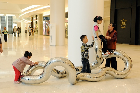 INFINITY Z-29    2011,Jinan Parc 66 Mall, China   5.5' x 10'    Stainless steel