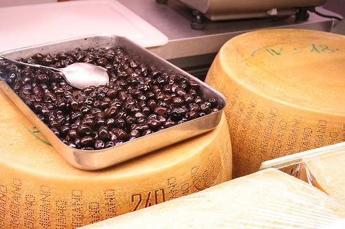 kalamata olives www.talkoftomatoes.com