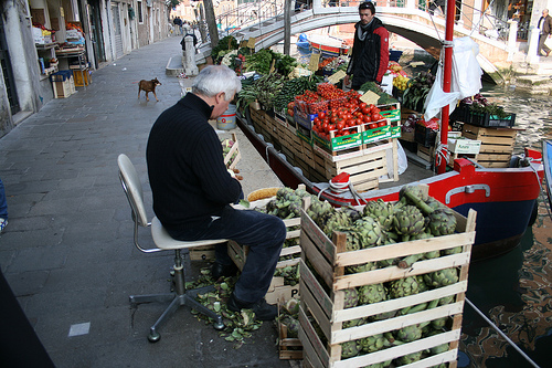 cutting artichokes www.talkoftomatoes.com