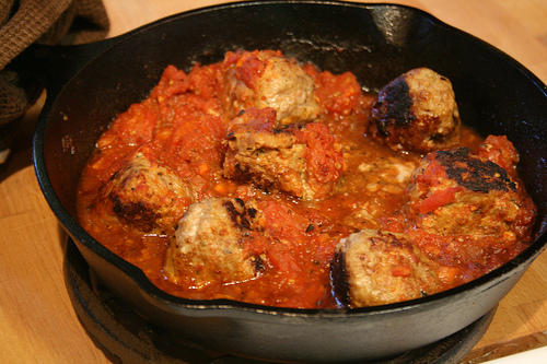 meatballs in red sauce www.talkoftomatoes.com