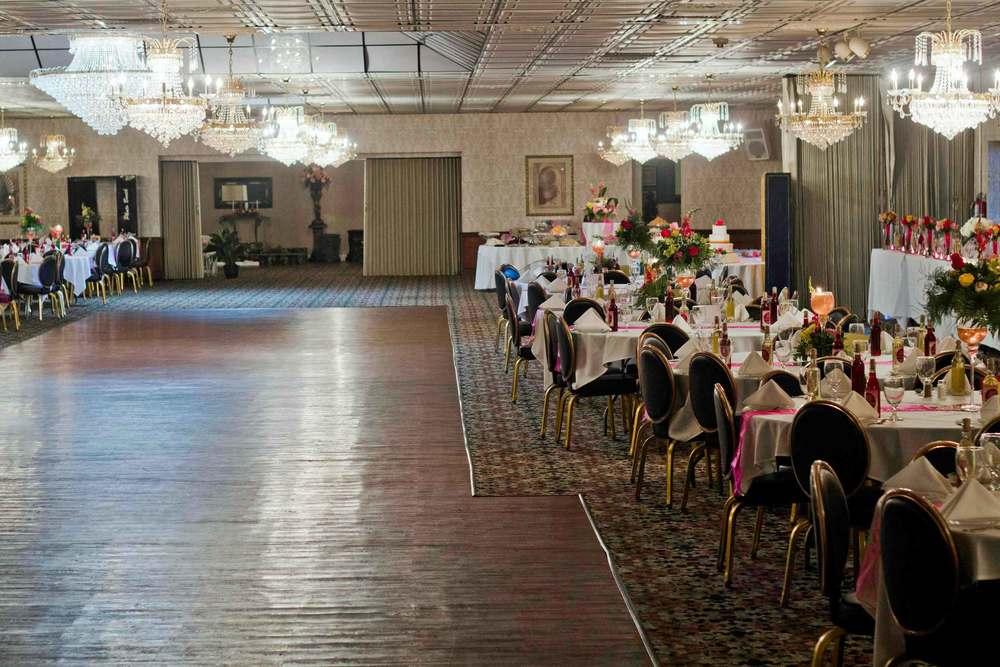 tiff-dancefloor-tables.jpg