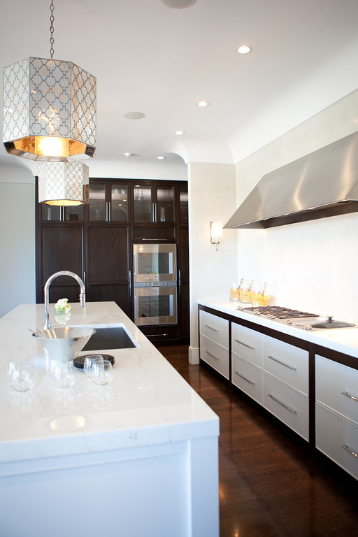 modern kitchen, marble counters, barstools, range, stainless steel, stove top, prep sink, polished chrome, antique pendants