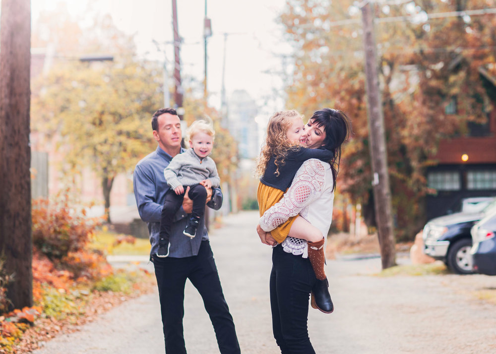 neighborhood-family-photo-session.jpg