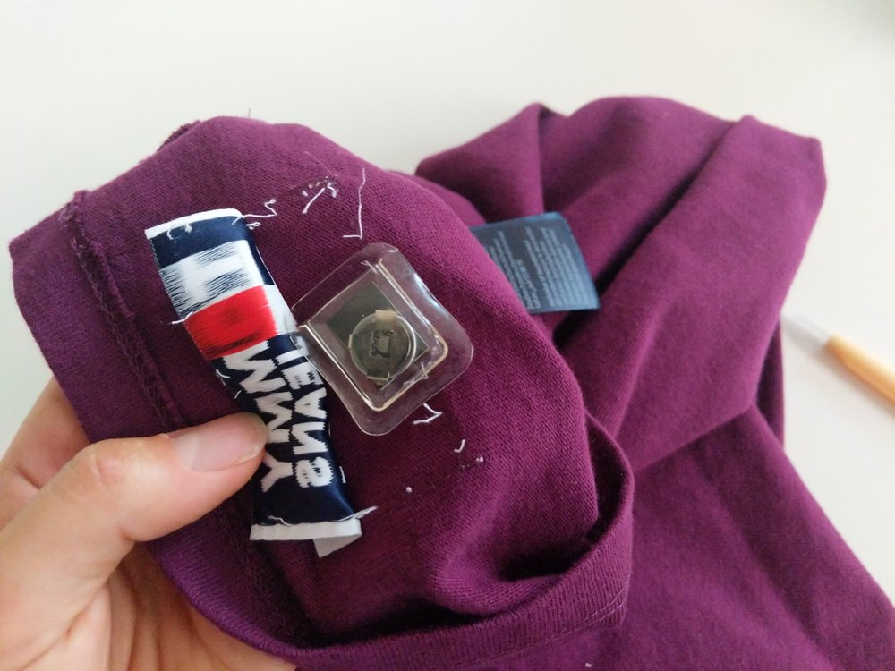 The 'Smart Tag' was revealed instantly and was otherwise unattached to the garment.