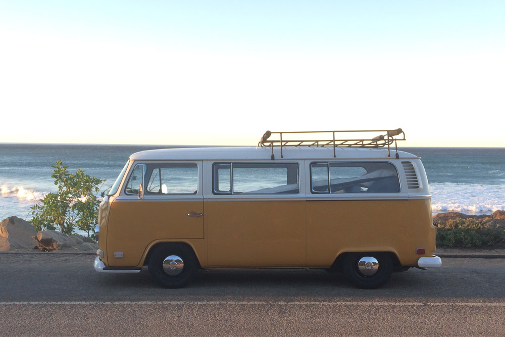 CAR_2TONE_BUS_BEACH.jpg