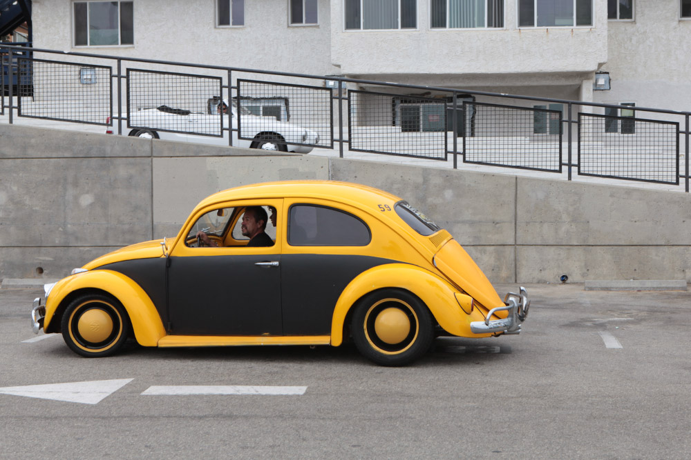 CAR_YELLOWBLACK_BEETLE.jpg