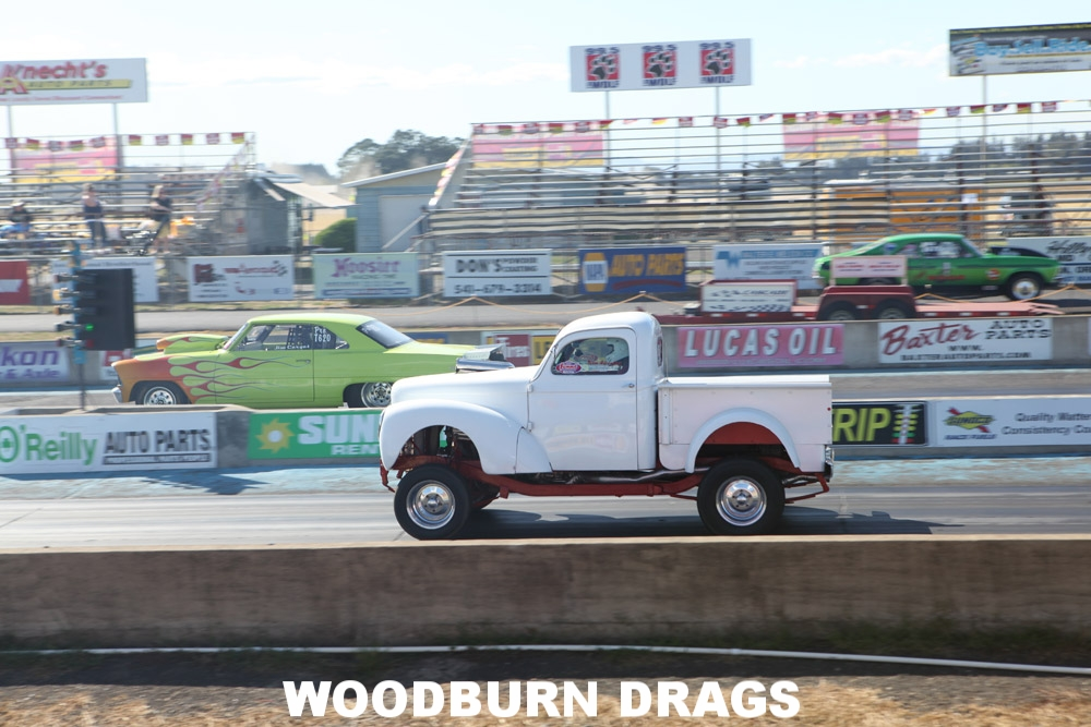White pickup drag