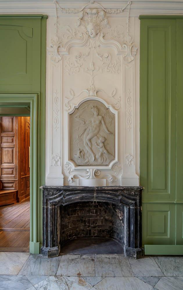Saal mit Feuerstelle im Schloss Bothmer
