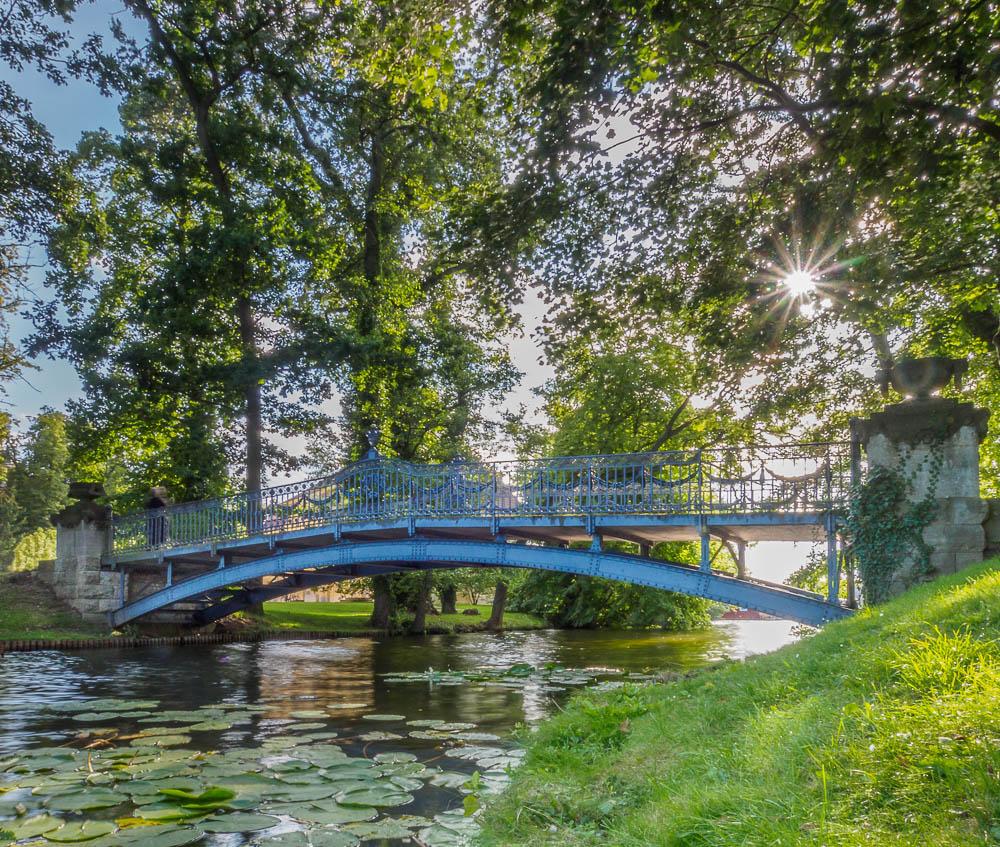 Brücke zur Liebesinsel am Schloss Mirow