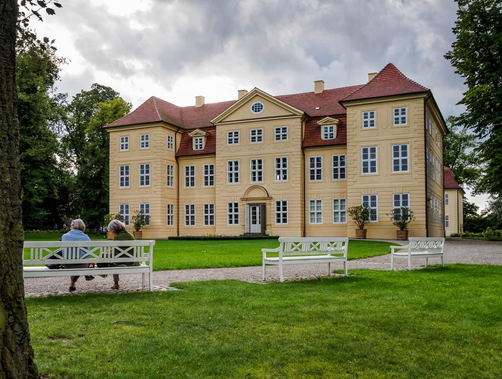 Schloss Mirow vom Park aus gesehen