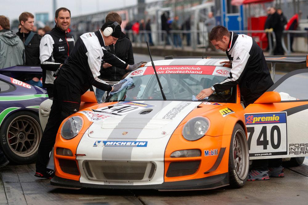 Setup-Changes-to-Porsche-GT3-Race-Car.jpg