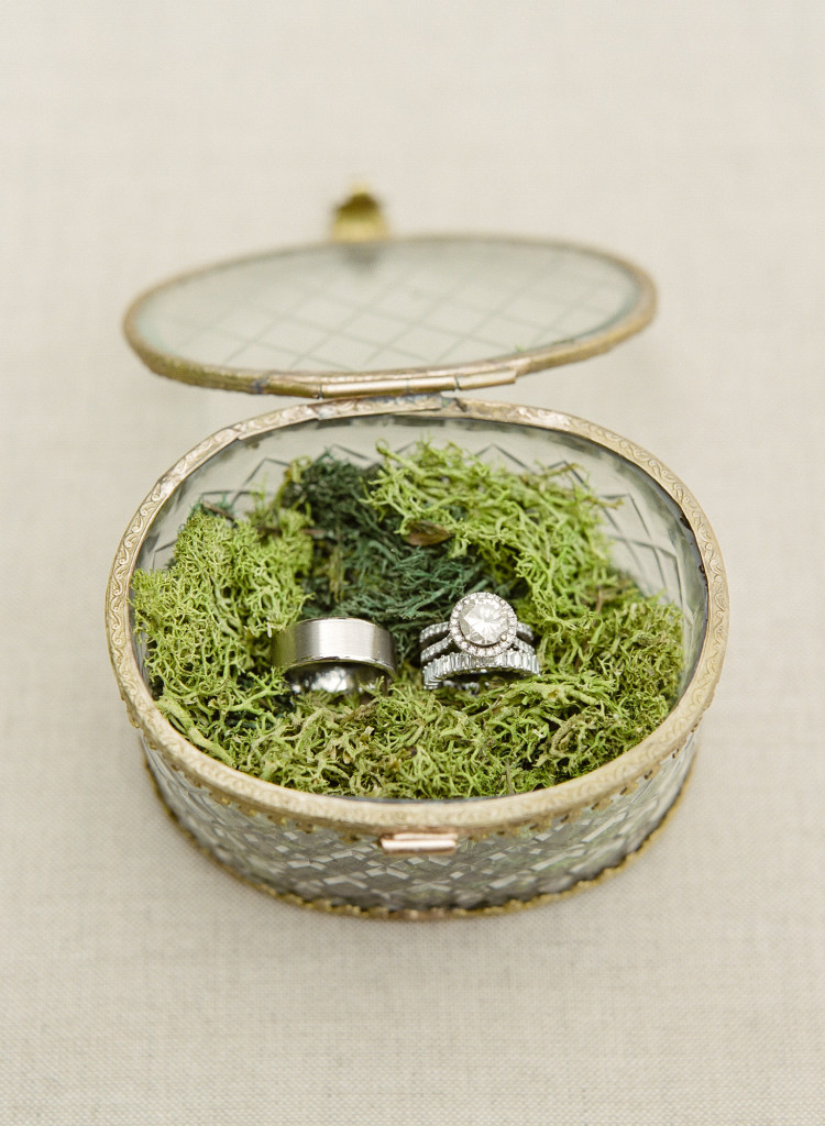 moss-ring-box-castle-hotel-wedding-tarrytown-ny-750x1024.jpg