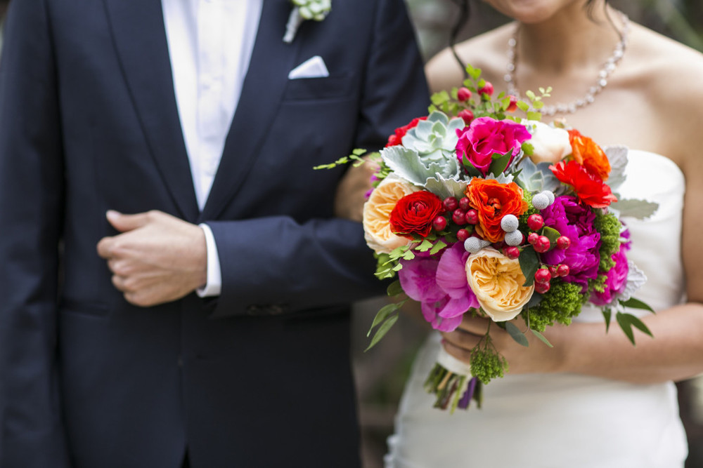 bride-bouquet-focus-shot-chuck-jones-center-for-creativity-wedding-planner-1024x683.jpg