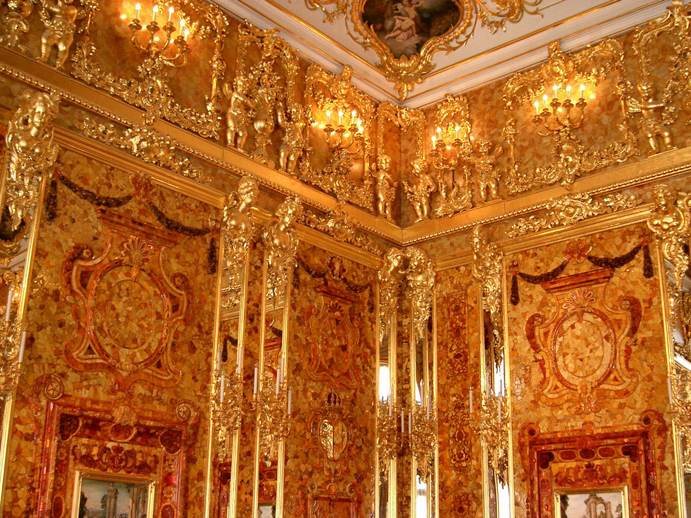 Interior shot of the Amber Room, by Wikimedia Commons user jeanyfan - Own work, Public Domain