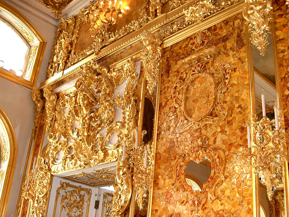 Interior shot of the Amber Room, by jeanyfan on Wikimedia Commons - Own work, Public Domain