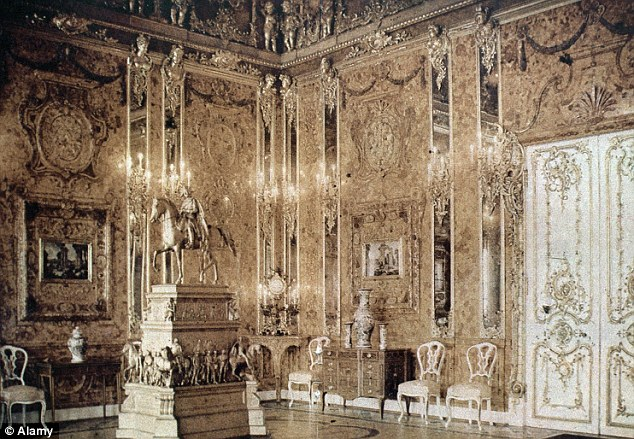 """The """"original"""" Amber Room at the Catherine Palace, prior to its disassembly in World War II"""