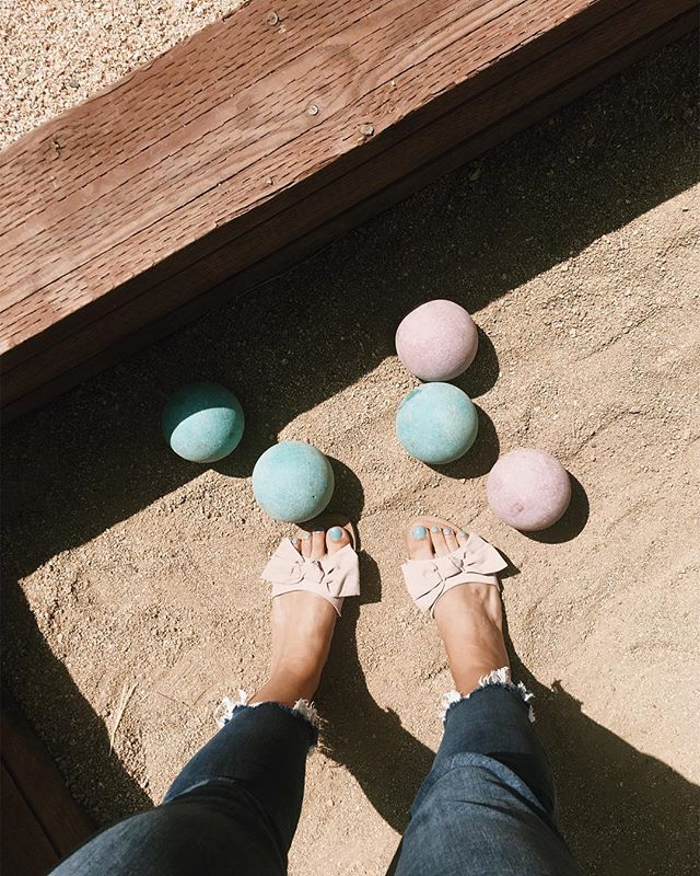 Ripped jeans, turquoise toes and bocce ball courts. It really does feel like summer. Bye fog! 💨