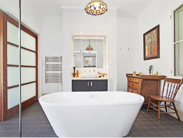 Wow! We just love this bathroom.... Just listed for rent in Thirroul 😍🙌 #bathroom #character #interiordesign #nsw #thirroul #illawarra #rentals