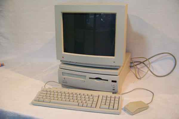 Macintosh Performa 630CD (1994)