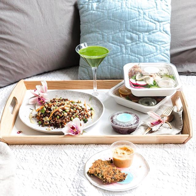 Breakfast (or a whole day's worth of food) in bed? We got you. We are the only all-organic meal delivery service in London, serving up colourful nourishment to your door whenever you need a reset or you're just too busy to cook. Try us for a full day or mix and match your meals to fit your schedule. .⠀ .⠀ .⠀ .⠀ .⠀ #breakfastinbed #foodinbed #foodstyling #healthyfood #healthyliving #healthyeating #healthychoices #healthylife #healthybody #healthydiet #sundaymorning #sundaymood #sundayvibes #sundaybrunch #healthybreakfast ⠀ #statera #staterafoods #findyourbalance #colourfulnourishment #vegetarian #vegan #glutenfree #wheatfree #sugarfree #fructosefree #londonmorning