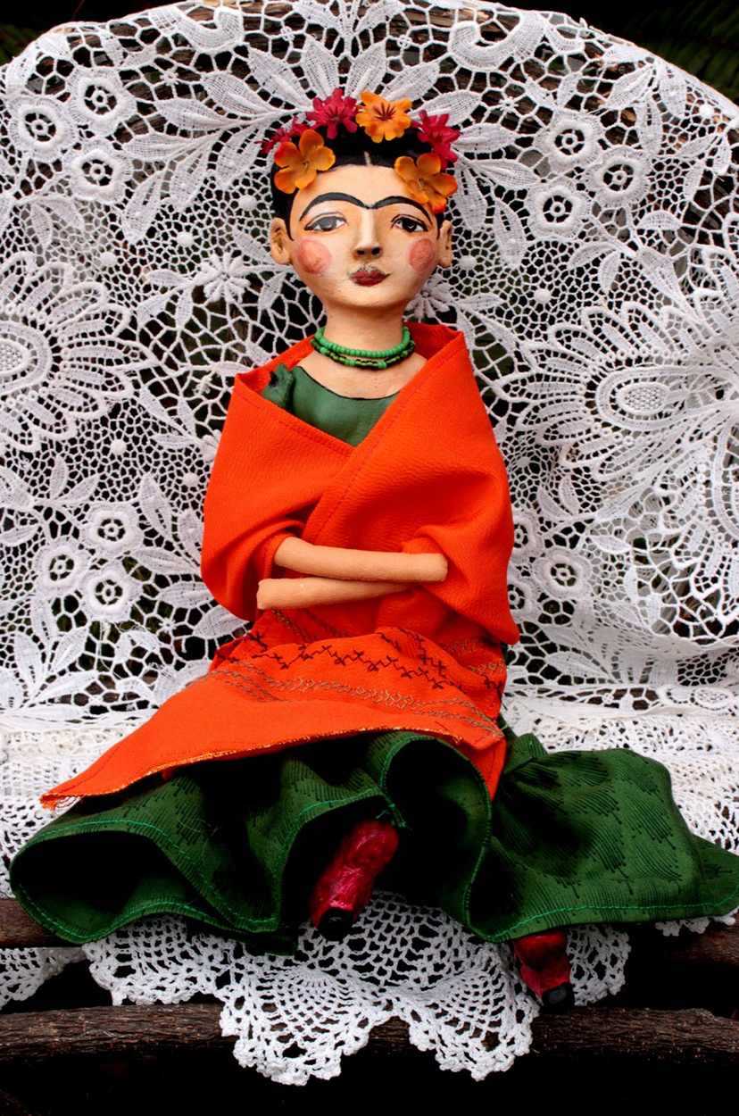 Frida and the orange shawl