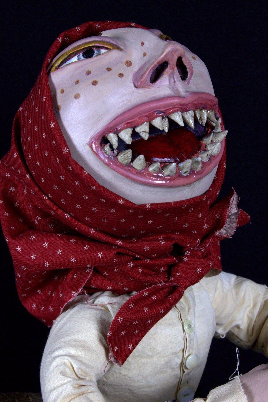 La chica de muchos dientes