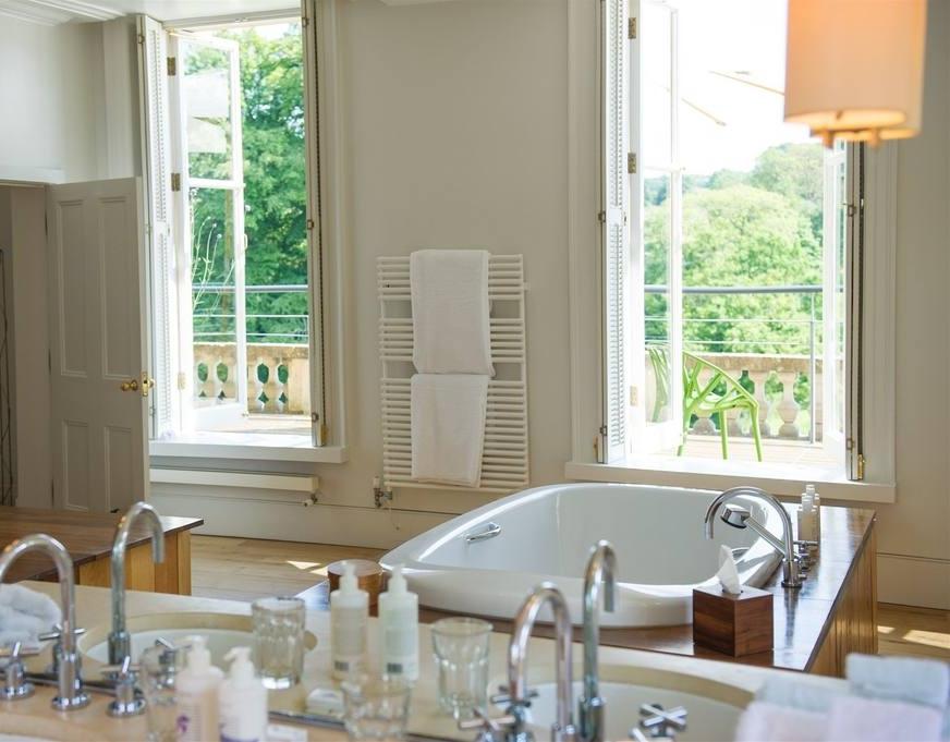 cowley-manor-best-room2.jpg