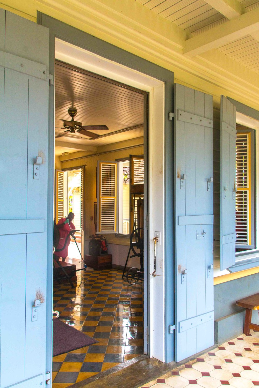 martinique, distillerie saint-james, blue door