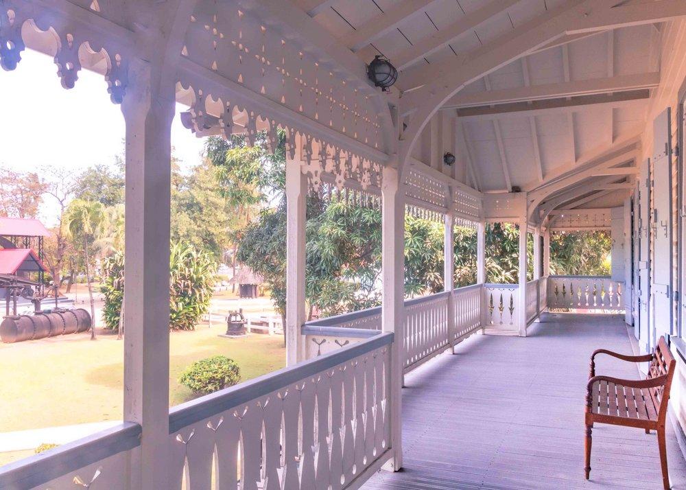 martinique, distillerie saint-james : veranda maison creole
