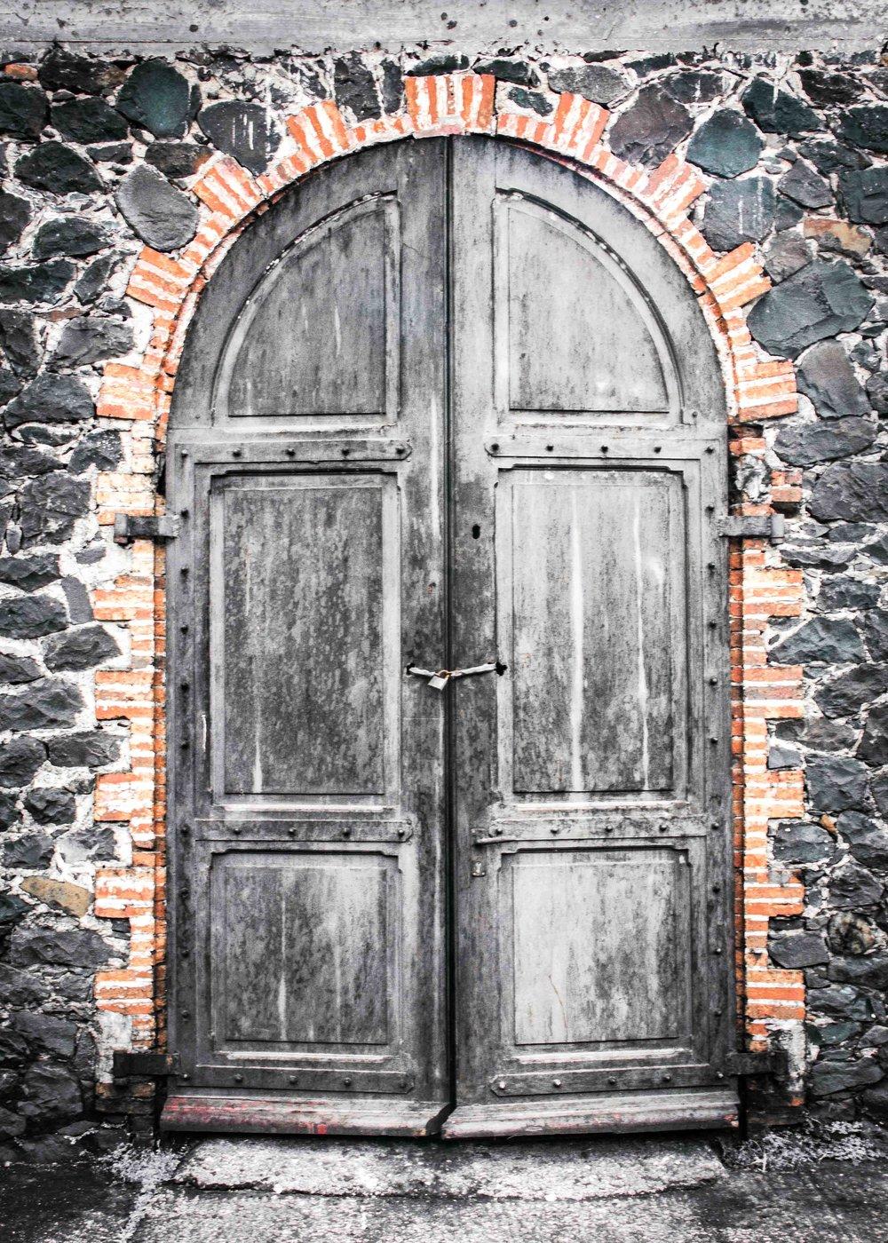Martinique, Habitation Saint-Etienne, HSE : la porte des chais de vieillissement