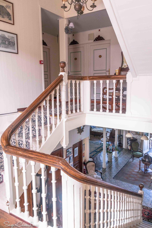 martinique, domaine saint-aubin : escalier de bois