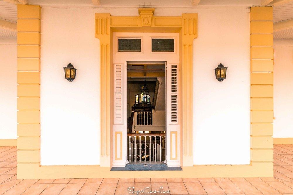 martinique, domaine saint-aubin : porte sur veranda maison creole