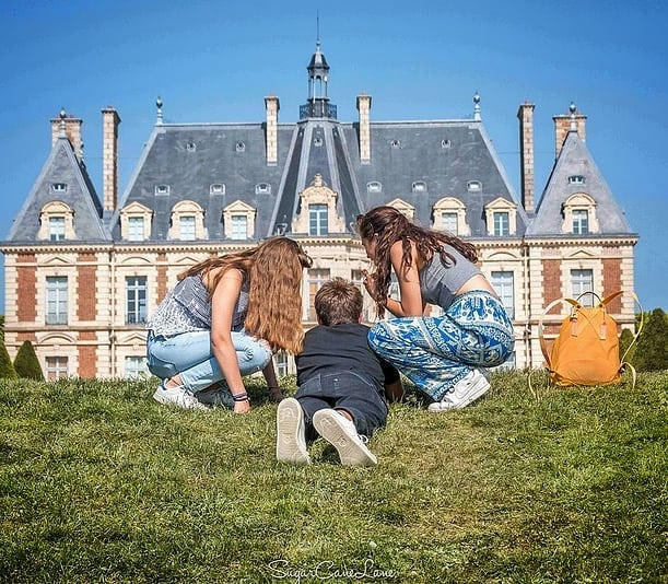 Lucky boy... ------- #love #summer #paris_focus_on #boyandgirl #loveisintheair  #paris_carte_postale #parcdesceaux #sceaux  #loves_paris #france4dreams #seemyparis #castle #traversefrance #parislovers #pariscartepostale #vivreparis #immoexpat_france #teen  #mylittleparis #doitin_paris #lucky #sunnyday #bluesky #secretsdeparis #topfrancephoto
