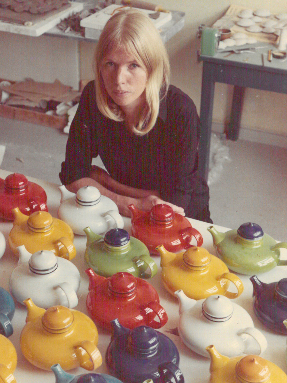 Inger Persson fotograferad med sina älsklingar från 1968