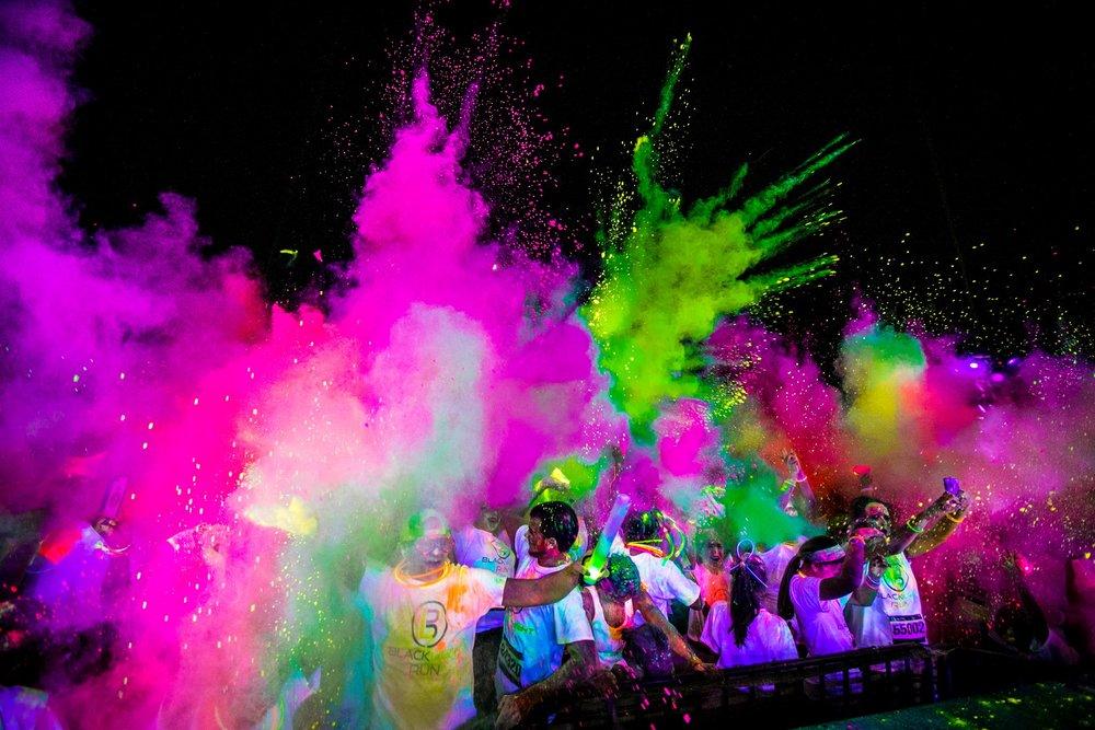 glow powder crowd.jpg