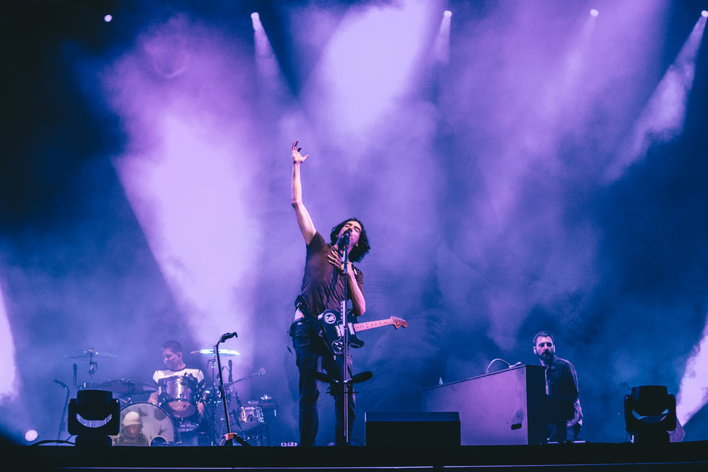 Gary Lightbody leads the way as Snow Patrol reach for the skies on Thursday 12 July. Credit: Arlindo Camacho