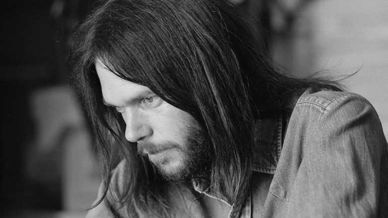 Neil-Young-Henry-Diltz-770.jpg