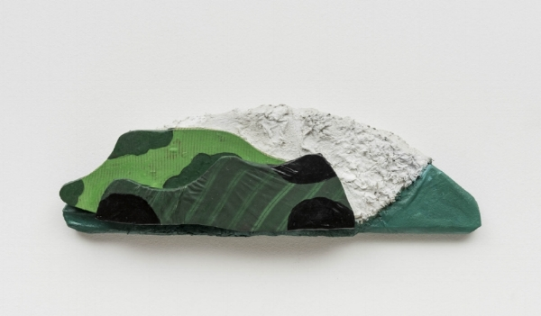 Leda Catunda   Três Montanhas II  , 1994  acrílica s/ tecido, 19 x 60 cm   Three Mountains II, 1994  acrylic on fabric, 7  ½  x 23  ⅝    inches