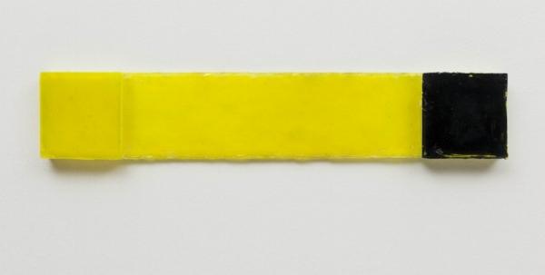 Dudi Maia Rosa   Sem título, 2015  resina poliéster pigmentada e fibra de vidro, 11,4 x 61,1 cm   Untitled, 2015  pigmented polyester resin and fiberglass, 4  ½  x 24 inches