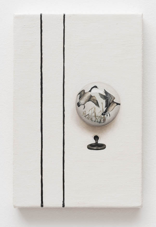 Ana Elisa Egreja   Maçaneta pássaro , 2016 óleo sobre tela, 30 x 20 cm   Bird doorknob , 2016 oil on canvas, 11 13/16 x 7 7/8 inches